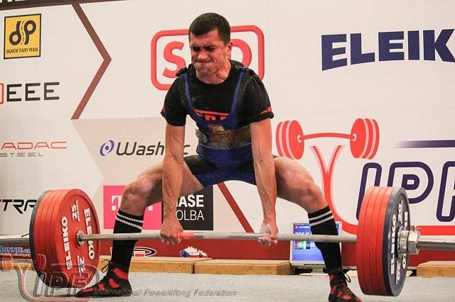 Попытка Азамата вытянуть 266 кг